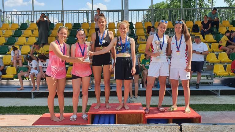 Održano prvenstvo Zagreba u odbojci na pijesku za najmlađe kadetkinje i kadetkinje